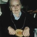 1990 Maria Feldmann (älteste Frau im Festzelt)