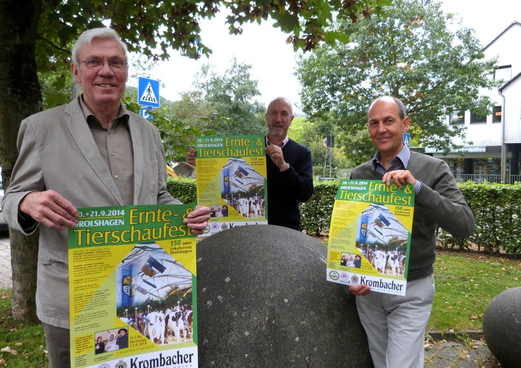 Die Organisatoren freuen sich auf das Fest: Links Josef Theile (1. Vorsitzender), Mitte Albrecht Zipprich (Ehrenamtlicher Helfer) und Rechts Dieter Gastreich (Marktmeister) Foto: Mari Möller